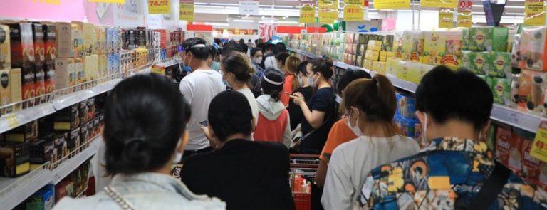 Sự cạnh tranh ngày càng găy gắt trong lĩnh vực bán lẻ siêu thị, cửa hàng tiện dụng giữa các chuỗi cửa hàng trong và ngoài nước